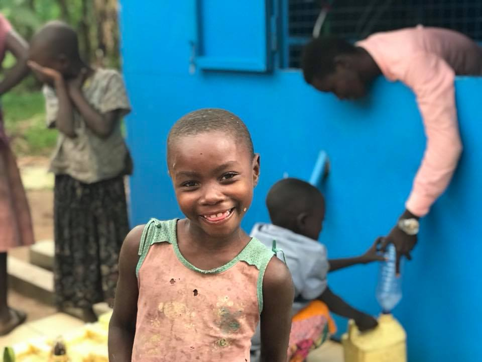 /srv/www/vhosts/user3101/html/entrepreneurship-campus.org/wp-content/uploads/2019/04/Sweetest-child-on-earth-enjoys-INUMA-water.jpg