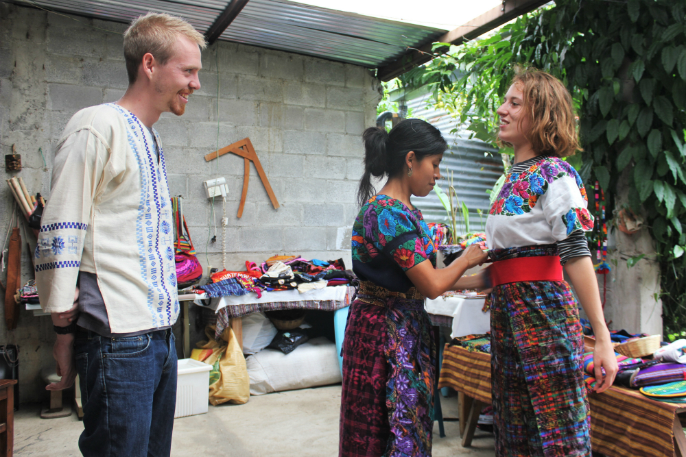 /srv/www/vhosts/user3101/html/entrepreneurship-campus.org/wp-content/uploads/2019/06/Trying-on-typical-Guatemalan-clothing-at-Santa-Catarina-Small-Change-4-Big-Change-2.jpg